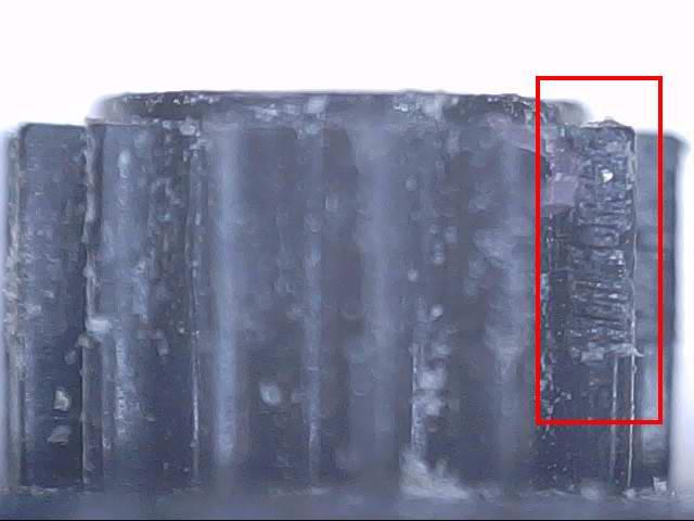 Износ шестерни привода вала хорошо просматривается под лупой